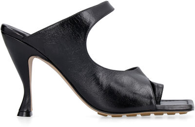 Leather sandals with heel