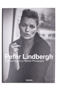 Peter Lindbergh. A Different Vision on Fashion Photography book, Taschen Taschen woman